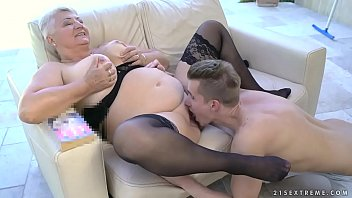 gives fat handjob grandma Shemale coed sucked in a bus