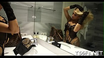 dealing thailand ladyboy with Holly wellin solo
