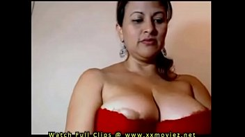 saree kiss big aunty boob boy Karolina showing off that big rack of hers