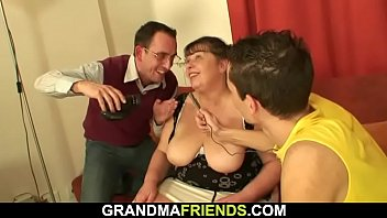bottle granny inserts Cumschots in hd2