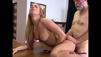 shoulder the up over lifted Homemade white pussy creampie