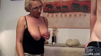 russinnen mit sex Alisya has her asshole gaped by friends with huge strapon dildos