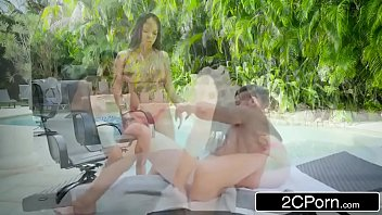 2 hrey emily Desi bhabi sex while on phon